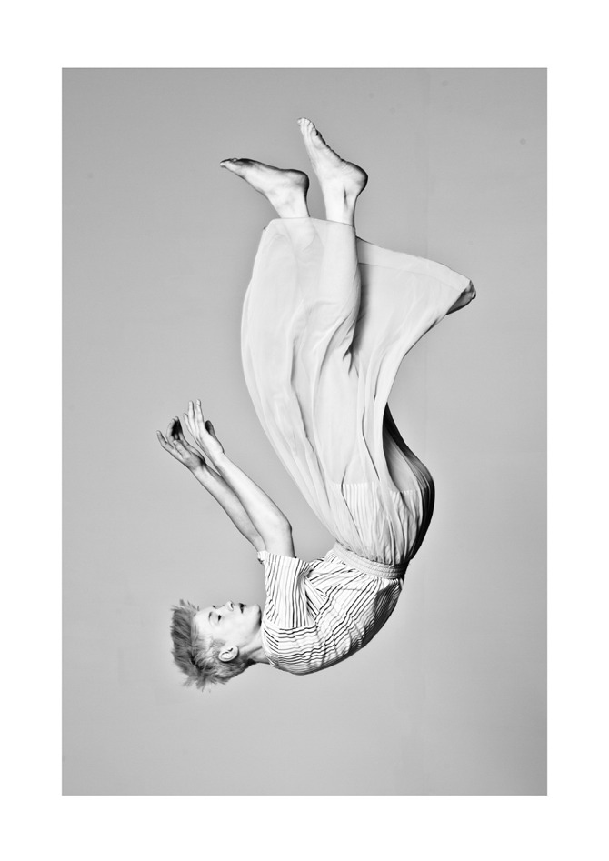 MartinDBarker_Fashion_falling_2