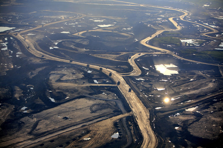CANADA ALBERTA FORT MCMURRAY 23JUL09 - View of Suncor Millennium tailings pond and tarsands mining operations north of Fort McMurray, northern Alberta, Canada. jre/Photo by Jiri Rezac / GREENPEACE © Jiri Rezac 2009